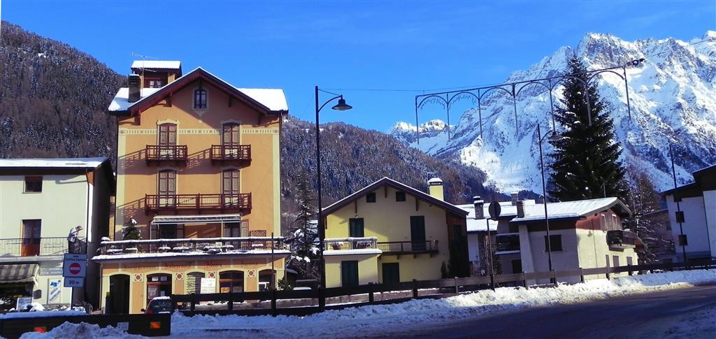 23-6477-Taliansko-Ponte-di-Legno-Residence-Acero-Rosso