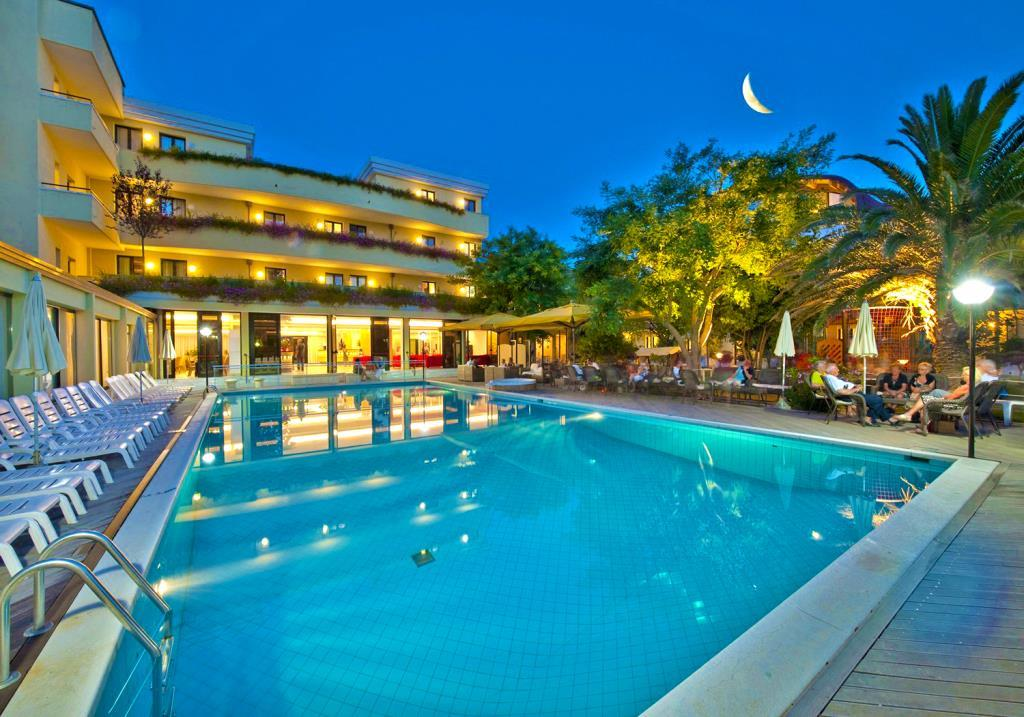 25-10098-Taliansko-Misano-Adriatico-Park-Hotel-Kursaal