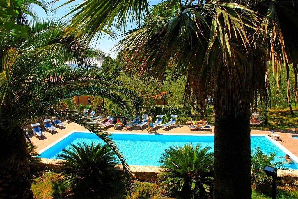 25-10170-Taliansko-Gargnano-Hotel-Livia