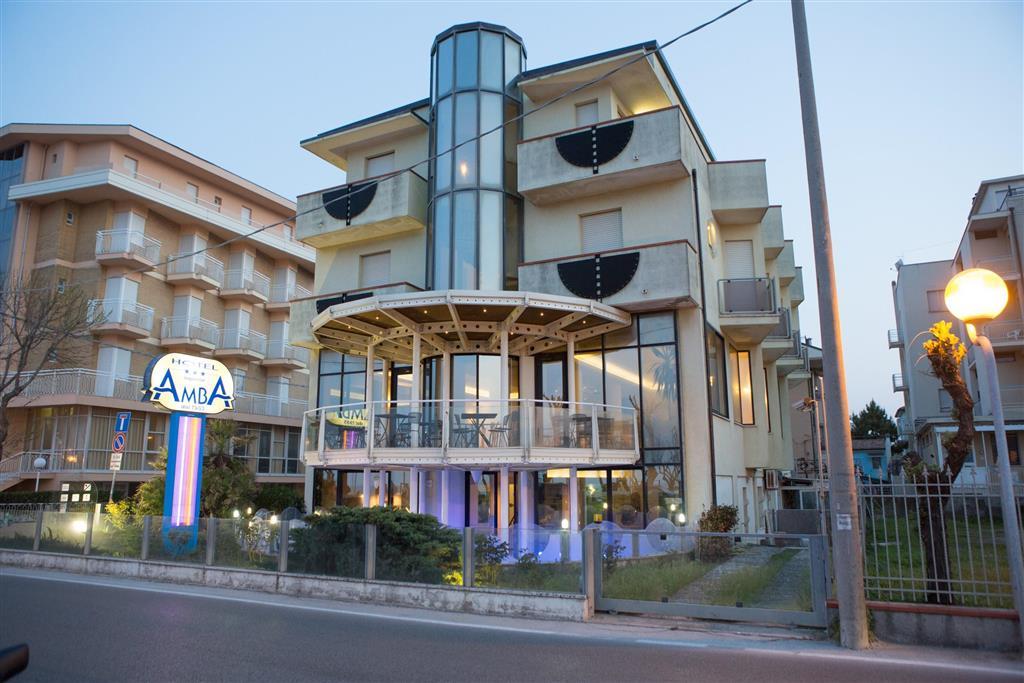 25-10237-Taliansko-Rimini-Hotel-Amba