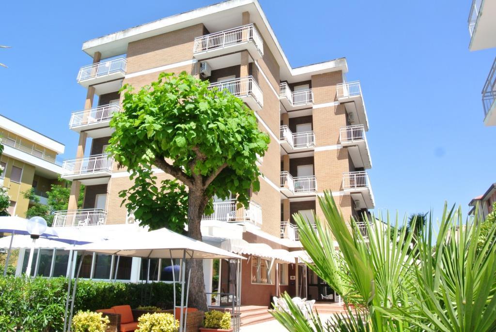 25-10287-Taliansko-Lido-di-Savio-Hotel-Kennedy
