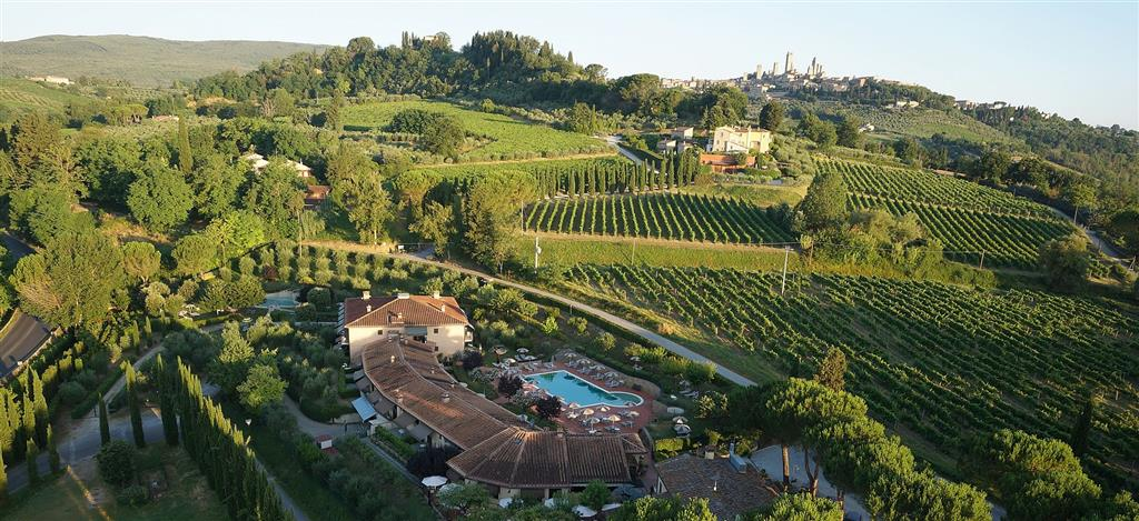 25-9828-Taliansko-San-Gimignano-Hotel-Sovestro