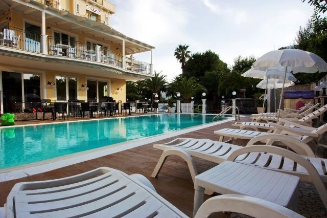 25-10000-Taliansko-San-Benedetto-del-Tronto-Hotel-Mocambo-68116