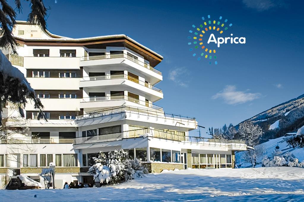 28-11142-Taliansko-Aprica-Park-Hotel-Bozzi-6denný-lyžiarsky-balíček-so-skipasom-na-4-dni-a-dopravou-v-cene-85113