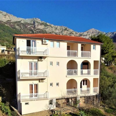 Villa Tina – Izby S Polpenziou***