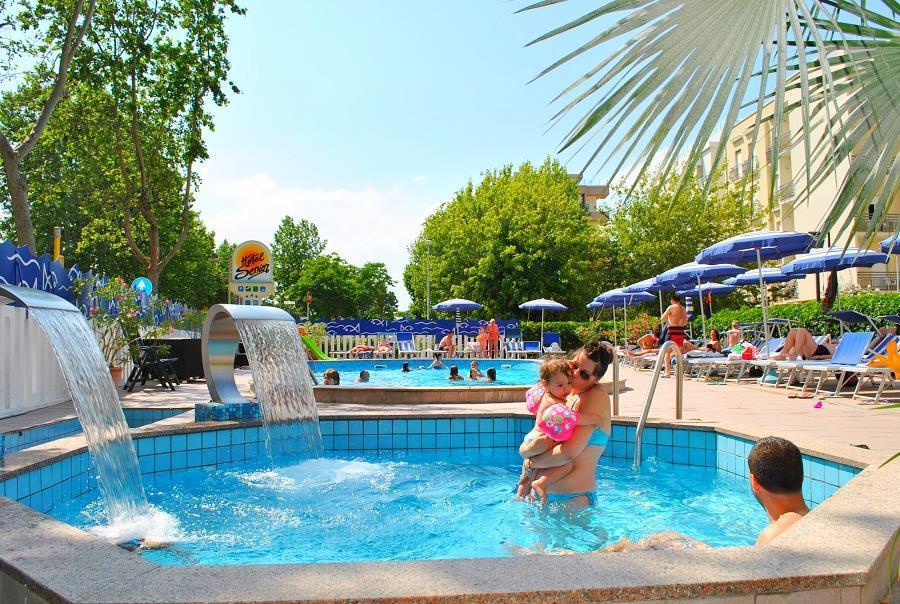 32-11463-Taliansko-Cattolica-Hotel-Senior-1775