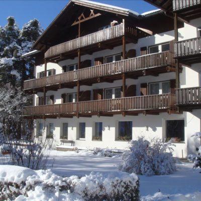 Hotel Perwanger – Izby***